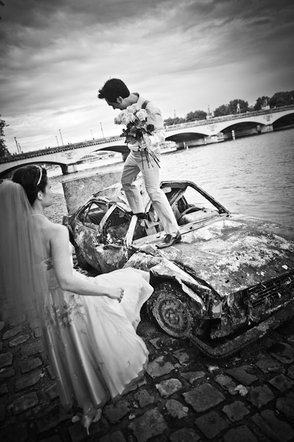 Trash the dress, Vieille voiture sur les quais de seine